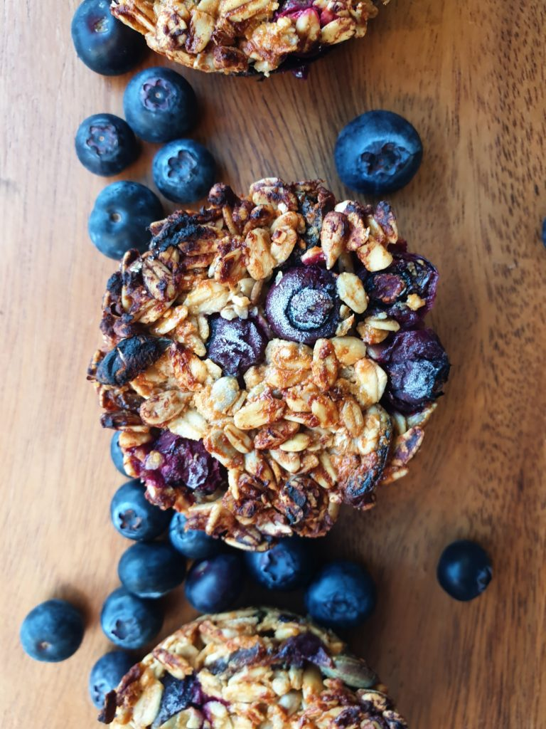 healthy berry oatmeal muffin cups