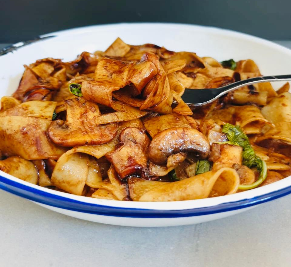 Balsamic Mushroom Pasta –  Under 10 Ingredients in Less Than 10 Minutes
